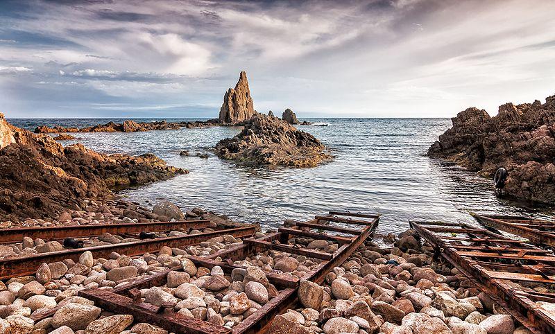Archivo:Arrecife de las Sirenas (Cabo de Gata).jpg
