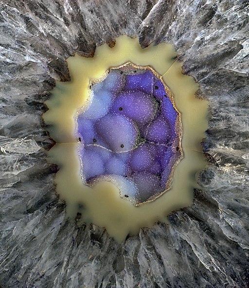 Geoda con microcristales azules