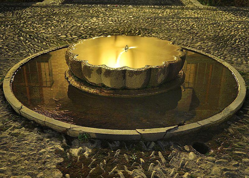 Archivo:Parador de Granada - Fuente exterior.jpg